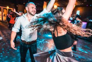 Danseur osant danser le Rock 4 Temps avec une danseuse