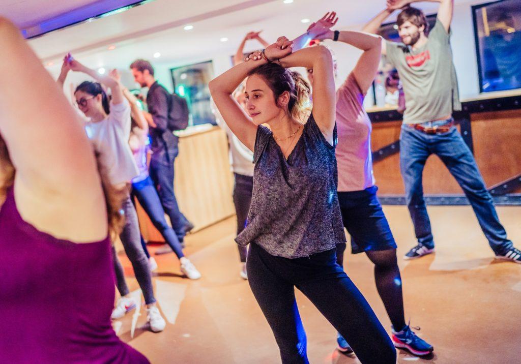 Danseuses en plein chorégraphie de Street Jazz suivant le cours de danse de Diane tous les lundis au Concorde Atlantique