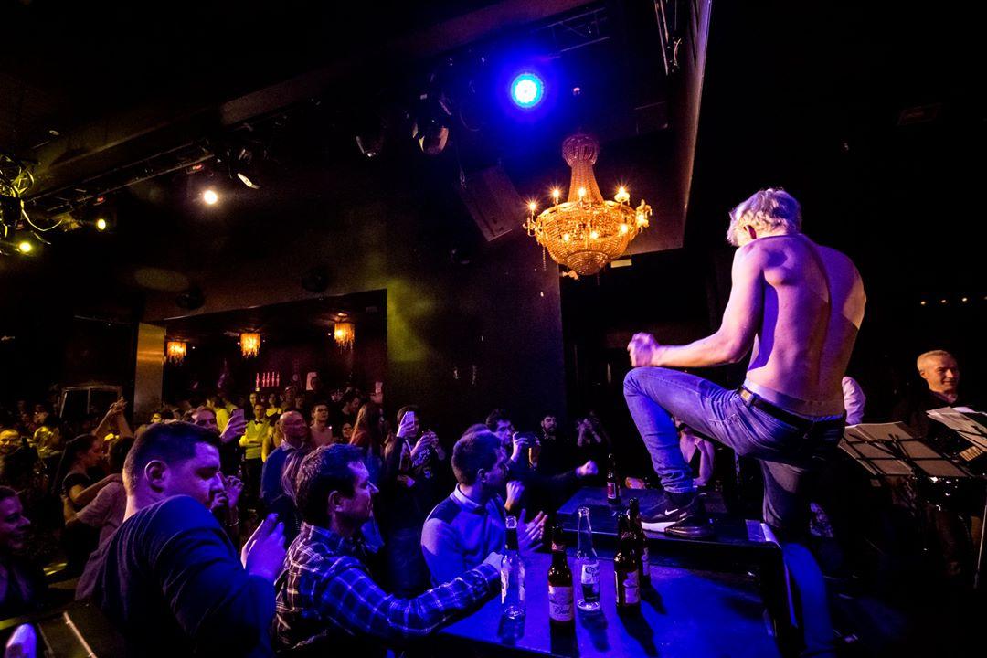 Quelles sont les règles pour danser le Rock durant un concert Rock en Live